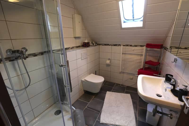 "Ferienhaus ""Am Brunnnen"" - Bathroom - 2nd Floor - Ellenz-Poltersdorf / Mosel"